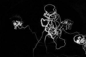 Dessins de lumière, Dessins Ena Lindenbaur, conception et photos Sylvie Garraud - aux Pilles